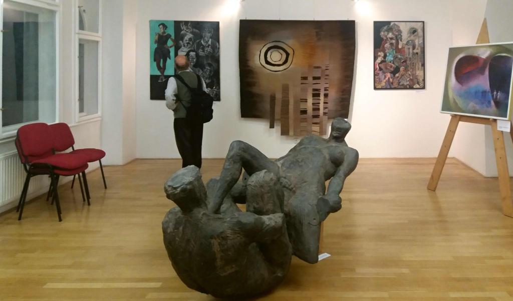 Výstava Andělé a démoni - socha Chceme ale neměli bychom